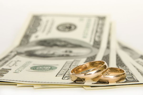 сколько дарить денег на свадьбу